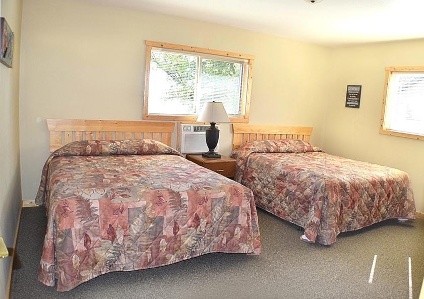 Alexandria mn resort canary beach resort five bedroom for 5 bedroom cottages