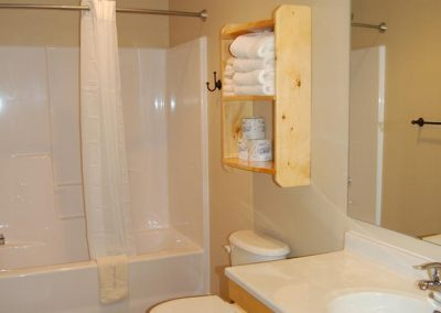 Two Bedroom Cabin Bath Canary Beach Resort MN