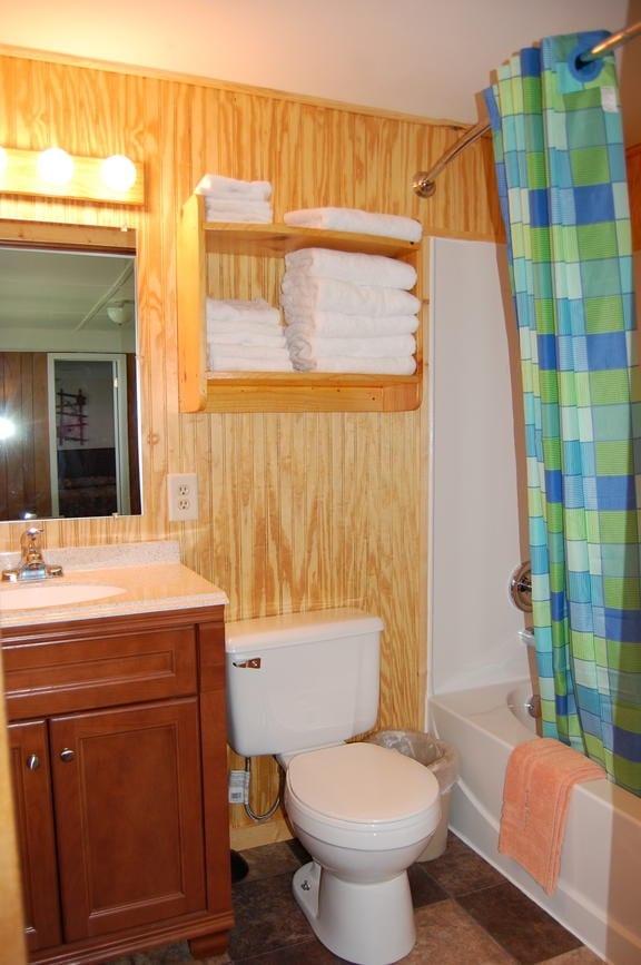 Finch House Bathroom Canary Beach Resort Minnesota