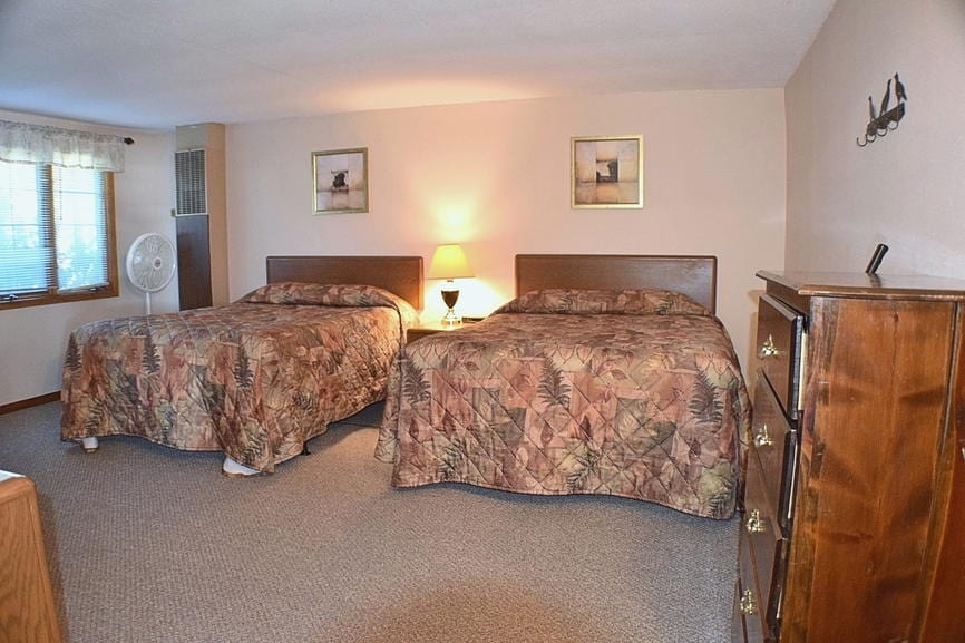 Finch House Four Bedroom Cabin Canary Beach Resort MN