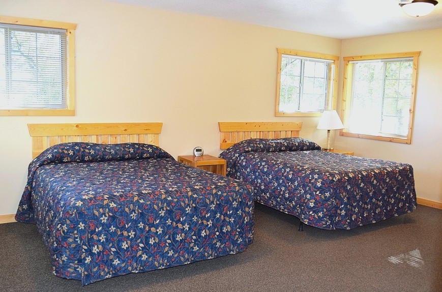 Three Bedroom Cabin Bedrooms Canary Beach Resort MN
